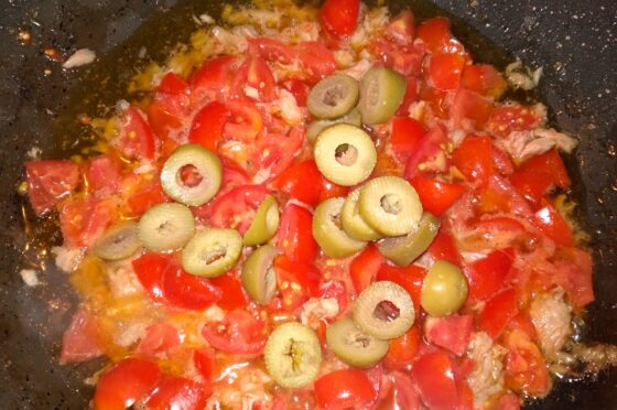 CUCINA: Pasta con tonno pancetta affumicata e pomodorini